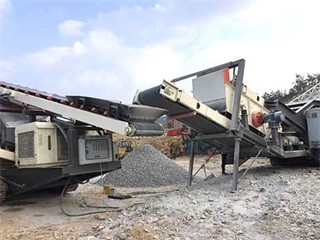 Four Types 500 Tph Crawler Mobile Crusher Crawler Crushing